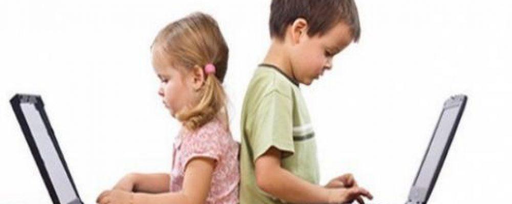 12 πράγματα που πρέπει το παιδί σου να σε βλέπει να κάνεις