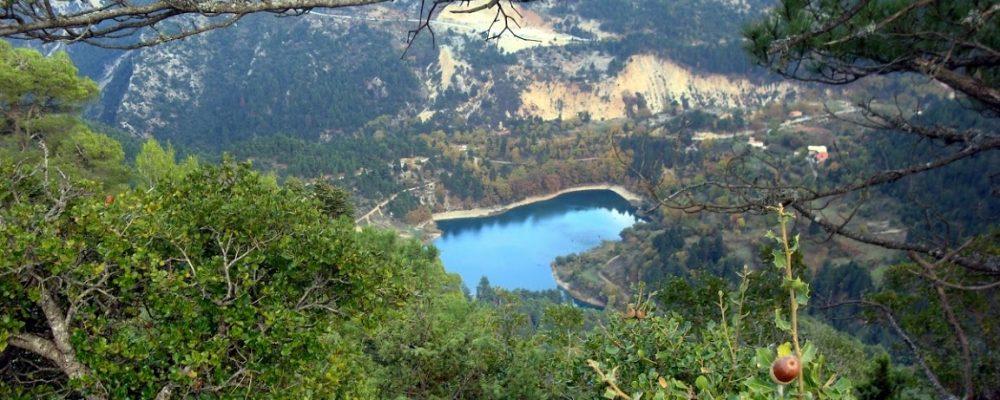 Δείτε ποια είναι η λίμνη της Πελοποννήσου που κρύβει δύο χωριά στο βυθό της! [εικόνες]