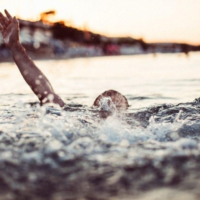 Νεκρή γυναίκα στην παραλία του Κιάτου