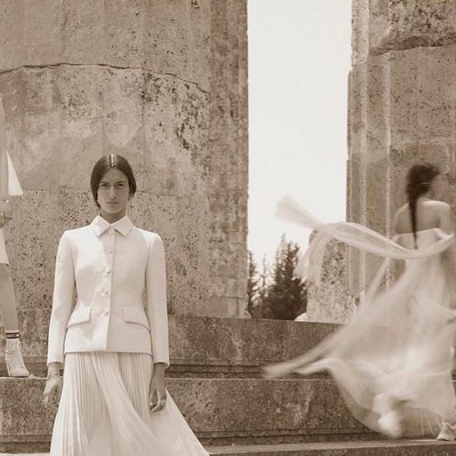 Η νέα καμπάνια του οίκου Dior φωτογραφήθηκε στον αρχαιολογικό χώρο της Νεμέας