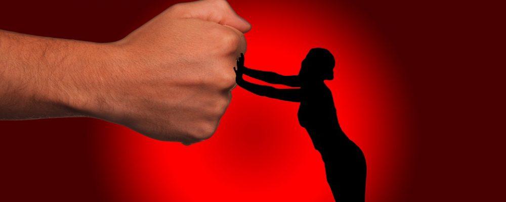 """""""Τον διάλεξες, να τα λουστείς τώρα"""" – Η βία κατά των γυναικών είναι η βία της κοινωνίας μας"""