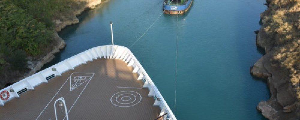 Εντυπωσιακές φωτογραφίες από το μεγαλύτερο κρουαζιερόπλοιο που πέρασε ποτέ τον Ισθμό της Κορίνθου