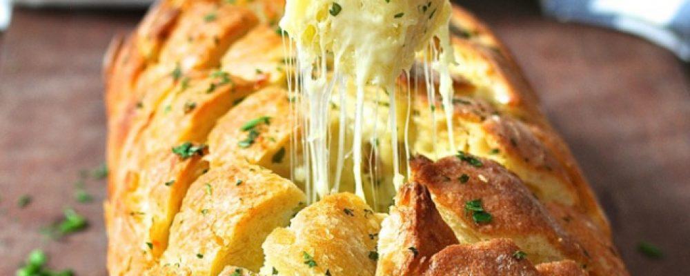 Σκορδόψωμο στον φούρνο με τυριά & μυρωδικά