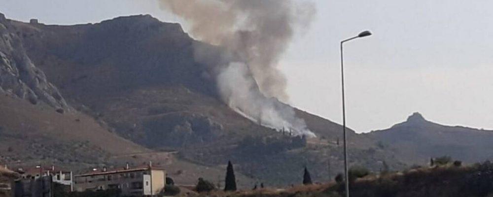 ΈΚΤΑΚΤΟ: Φωτιά  στην Αρχαία Κόρινθο – Μαίνεται η πυρκαγιά στο κάστρο