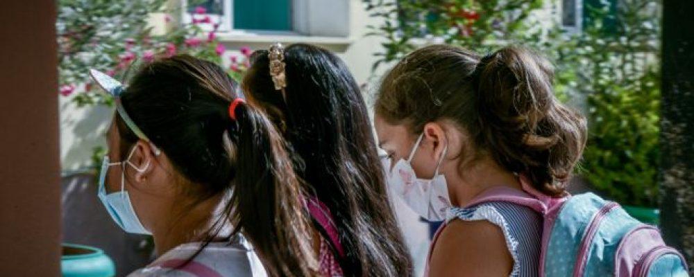 Διακόπτεται η παραγωγή μασκών για τους μαθητές μετά το φιάσκο