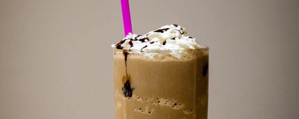 Ο κρύος καφές βλάπτει την υγεία μας και το περιβάλλον σύμφωνα με έρευνα