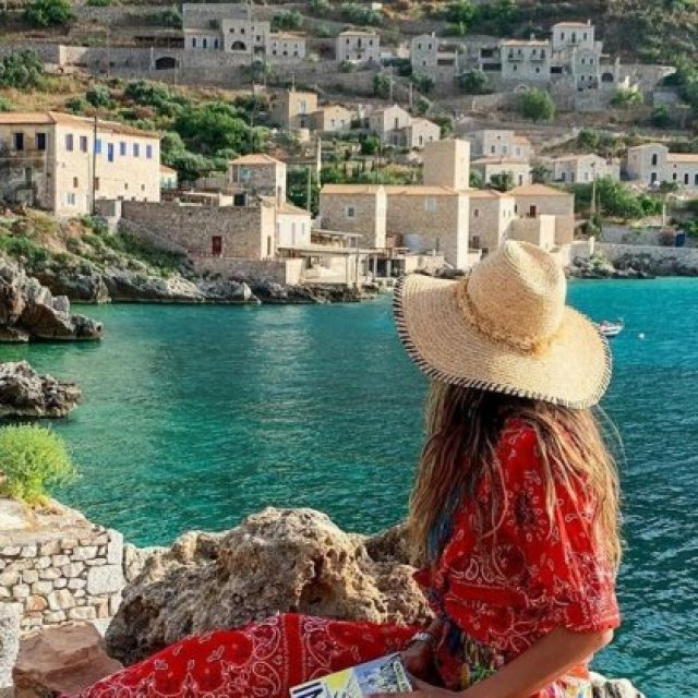 250.000 Έλληνες θα πάρουν Voucher για να κάνουν τετραήμερες διακοπές σε 4στερα ξενοδοχεία