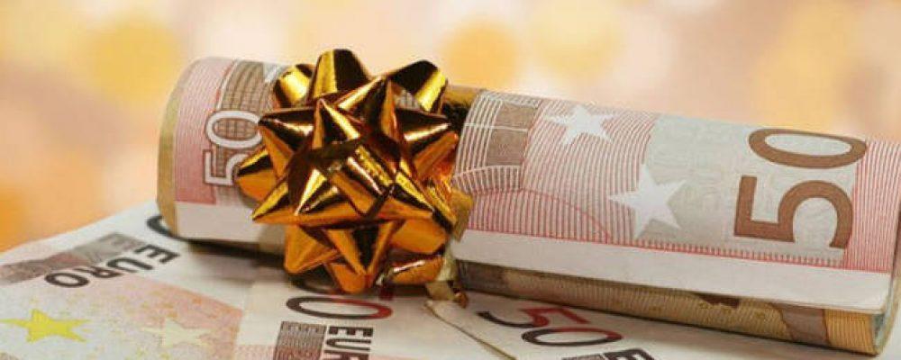 Εργοδότες εκβιάζουν για επιστροφή δώρου Χριστουγέννων