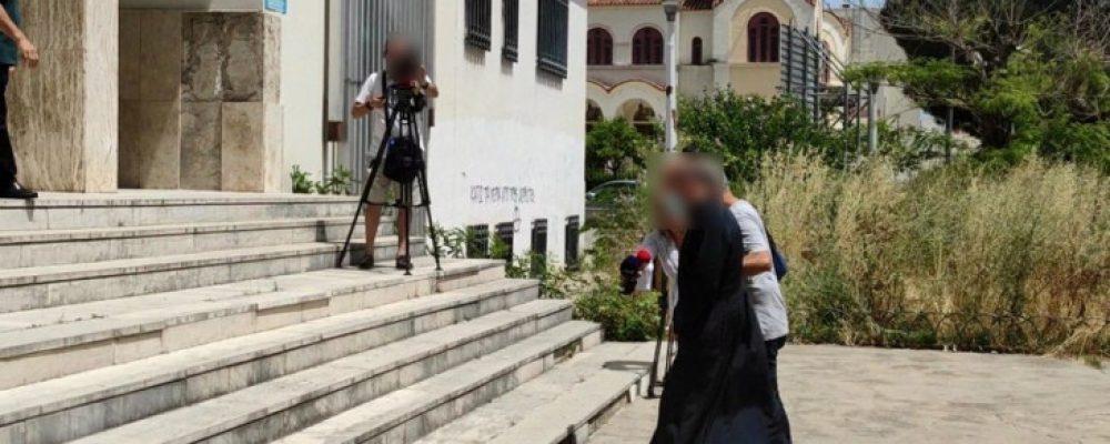 Σοκ στο Αγρίνιο με τον ιερέα που συνελήφθη για βιασμό ανήλικης
