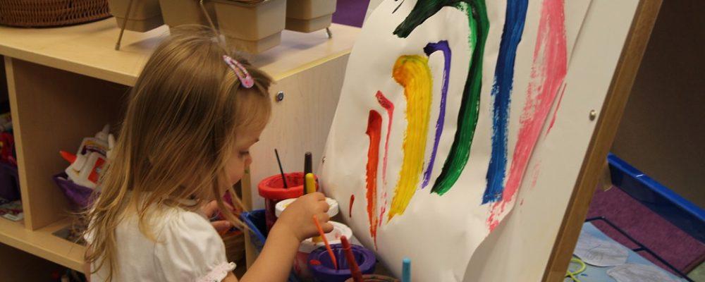 Αφιερώστε λίγο χρόνο για να κοιτάξετε τη ζωγραφιά του παιδιού σας! Λέει τόσα πολλά!!!