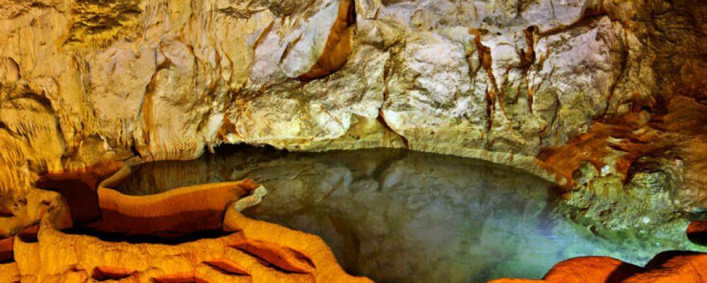 Ένα μοναδικό γεωλογικό φαινόμενο και θέαμα κοντά στα Καλάβρυτα-φωτο