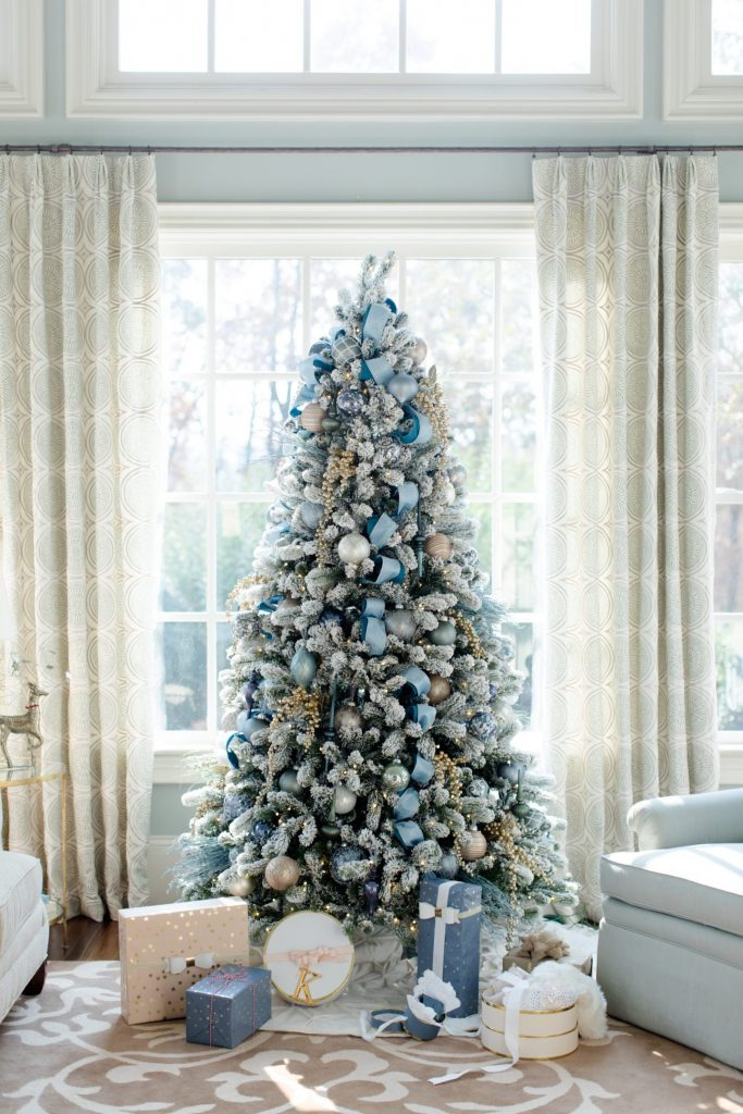 christmas-trees-blue-and-gold-decoration-2