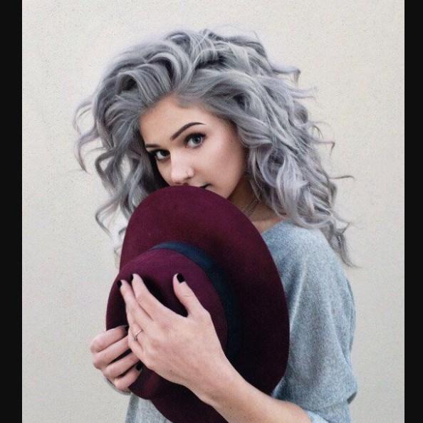 gkri-mallia-xtenismata-gray-hair-sxedia-moda-idees-malli-mikos-eisaimonadikigr