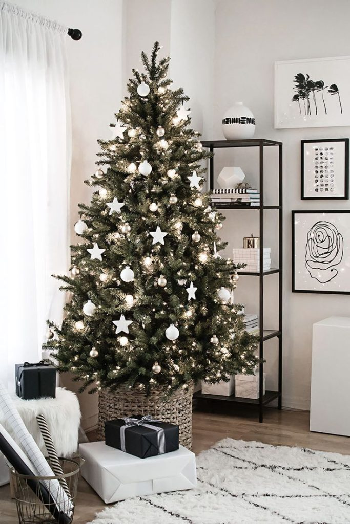 ikea-christmas-tree-with-white-decoration