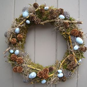 preview_easter-feather-egg-and-twig-wreath