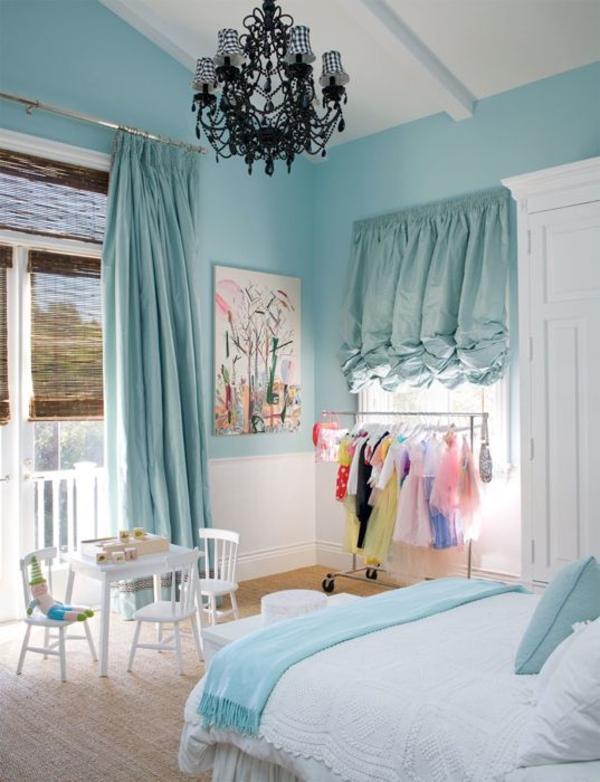 schlafzimmer-wandfarbe-blau-mintgrün-vorhänge-türkis-gardine-blickdicht
