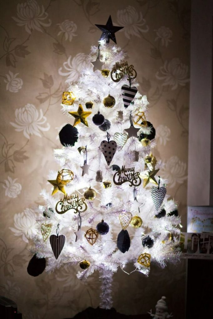 white-Christmas-tree-with-black-and-gold-decoration